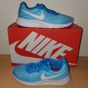 Womens Nike 8 Tanjun blue print great condition